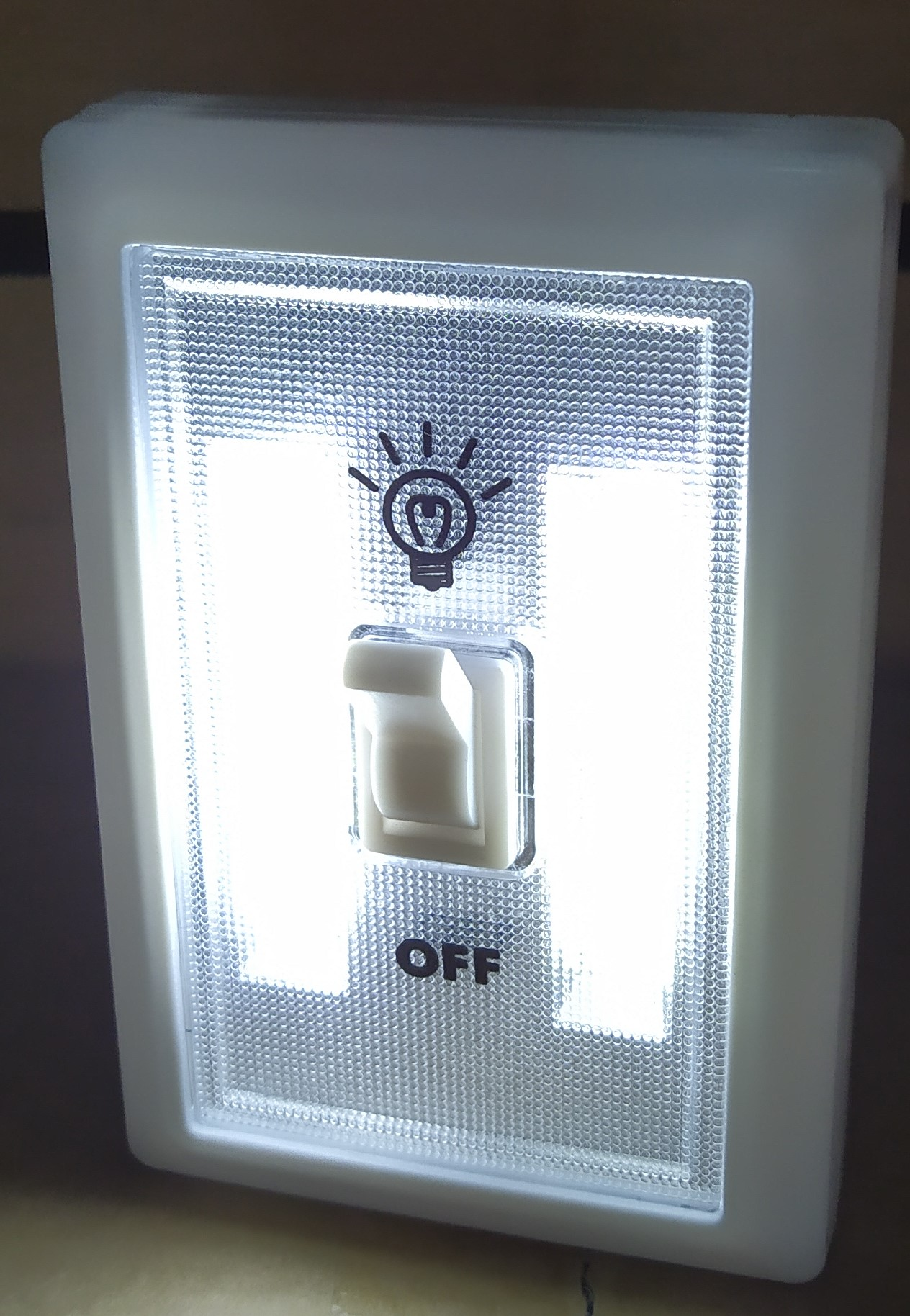 E16 LUMINARIAS LED CON SWITCH/ENCENDIDO A PILA